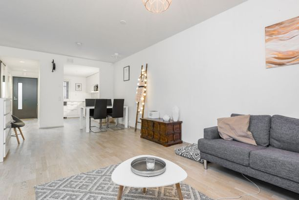 Asunnossa on 56 neliötä ja sen pyyntihinta on 195 000 euroa.