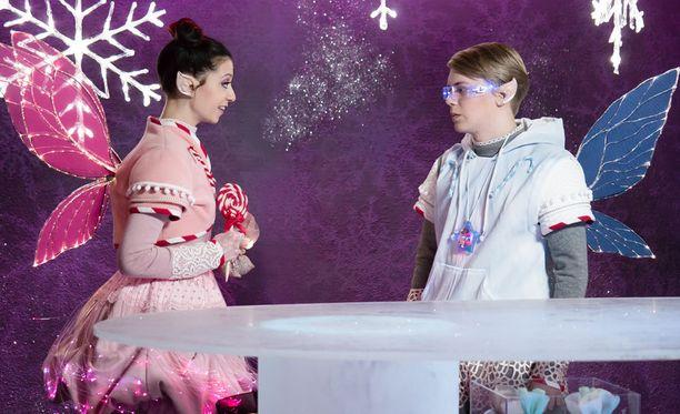 Annia esittää Anette Aghazarian ja Ronia Ville Rossi.