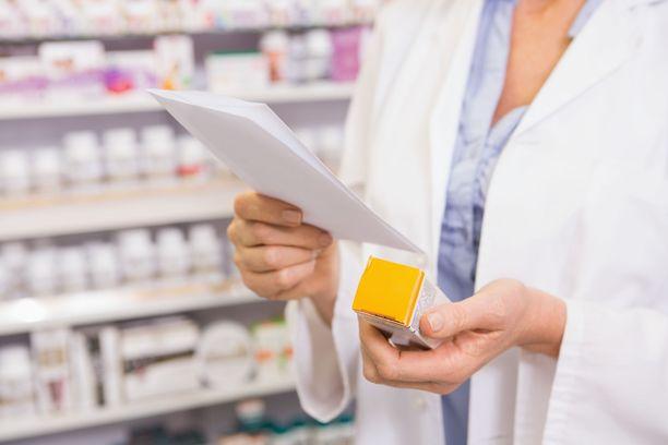 Erityisluvat koskevat monenlaisia lääkkeitä. Skaala liikkuu ravintoliuoksista kaikkein innovatiivisimpiin uusiin lääkevalmisteisiin. Kuvituskuva.