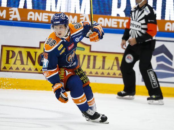 Kasper Simontaival pelaa keskiviikkona Hakametsässä uransa ensimmäistä ottelua SM-liigassa.