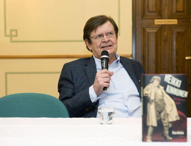 Heikki Kinnunen, 71, ei liikaa välitä sosiaalisesta mediasta.