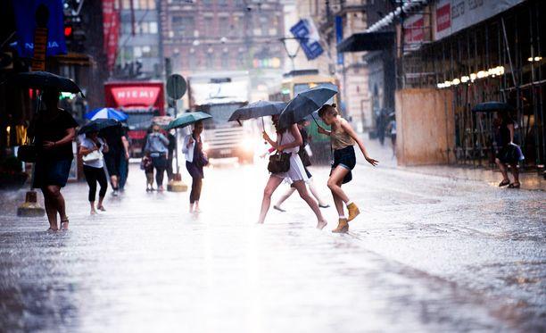 Sade aiheutti Helsingissä jo ainakin yhden vesivahingon (arkistokuva).