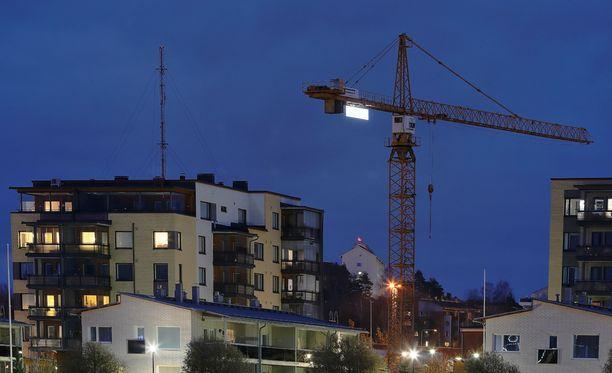 Nordean pääekonomisti Aki Kangasharju rauhoittelee sanomalla, ettei asuntovelallisilla ole mitään pelättävää.