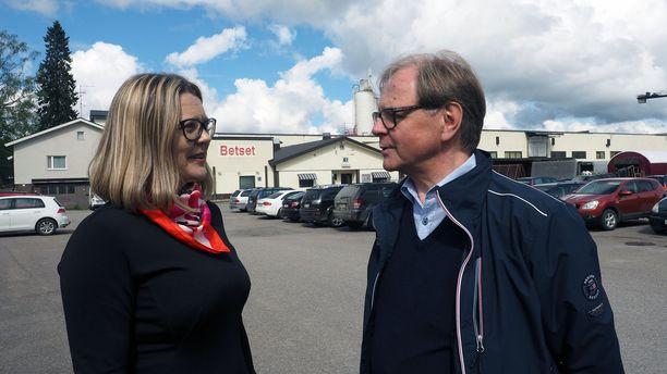 Kunnanjohtaja Tiina Pelkonen ja Betset Oy:n toimitusjohtaja Lasse Happonen tietävät, että kunta ja Betset ovat tärkeitä toisilleen.