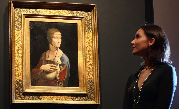 Leonardi da Vinci teki vain neljä muotokuvaa naisista. Nainen ja kärppä on yksi niistä.