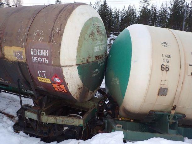 Trafin mukaan radalta suistuneet vaunut ovat venäläisiä.