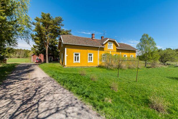 Tätä Rymättylässä sijaitsevaa asuntoa voi kutsua hyvällä omatunnolla maalaistaloksi.