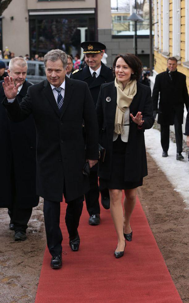 Sauli Niinistö ja Jenni Haukio lounastivat Kaarle Kustaan ja Silvian kanssa.