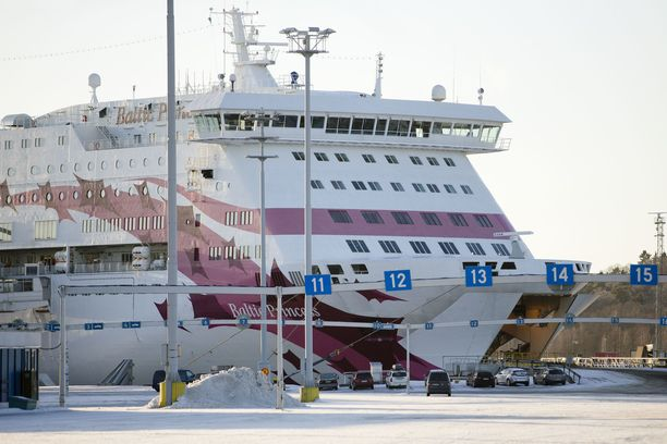 Kauppa Tallinkin osakkeilla keskeytettiin Helsingin pörssissä. Kuvassa yhtiön Baltic Princess -alus.