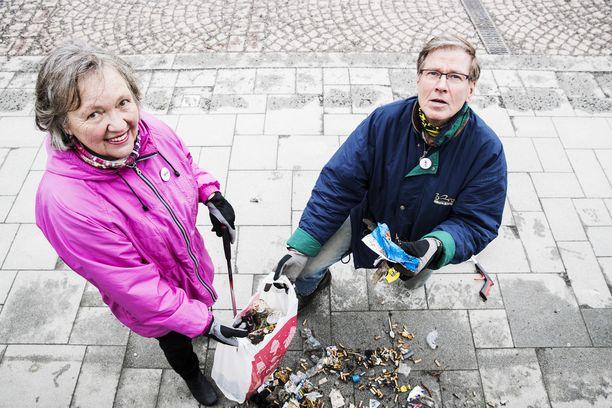 Kaija ja Ilkka Erkkilä iloitsevat roskajuoksun eli ploggaamisen kehittymisestä trendiharrastukseksi.