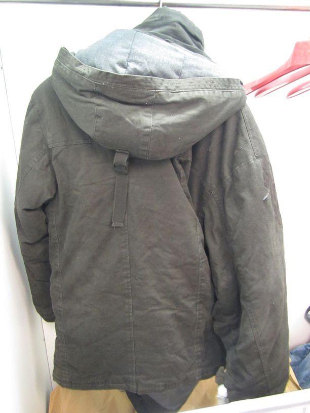 Uhrilla oli päällään tällainen takki.