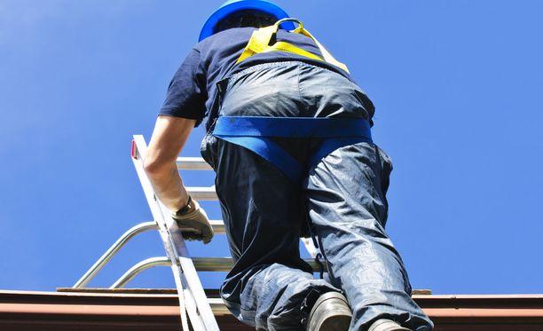 Korjausneuvonnassa on huomattu, että vanhuksille tarjotaan perinteisesti kattojen ja vesikourujen remontteja.