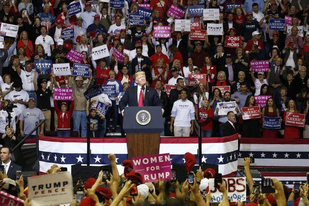 Presidentti kiertää maata vaalitilaisuuksissa minkä töiltään ehtii. Kuva Houstonista viime viikolta.