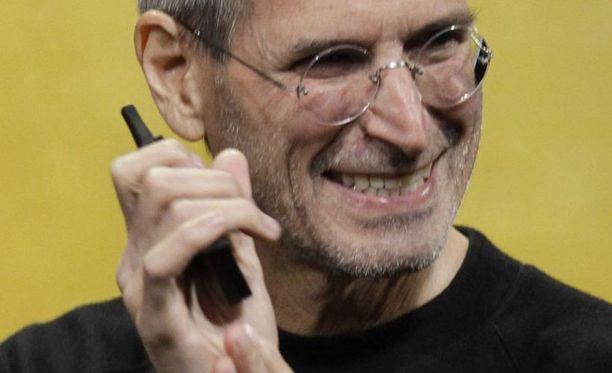 Hyväntuulinen Steve Jobs esitteli keskiviikkona San Fransiscossa Applen uudet lippulaivat.