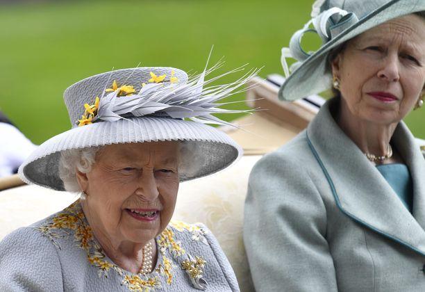 Kuningatar Elisabetilla oli haasteita etäyhteyksien kanssa.