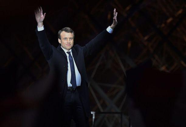 Emmanuel Macron juhli vaalivoittoaan Ranskan presidentinvaaleissa kannattajiensa edessä.