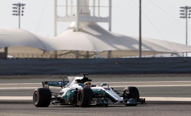 Mercedestä on epäilty ylijäämäöljyn polttamisesta aika-ajoissa.