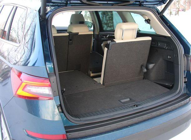 Jos ottaa 7 istuinpaikan version, tavaratila kutistuu, mutta toisaalta istuimet saa piiloon lattian alle.