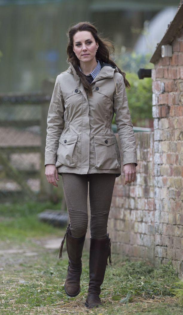 Täydelliset talvi- vai tallikengät? Herttuatar Kate vieraili prinssi Williamin kanssa Kanadassa vuonna 2016.