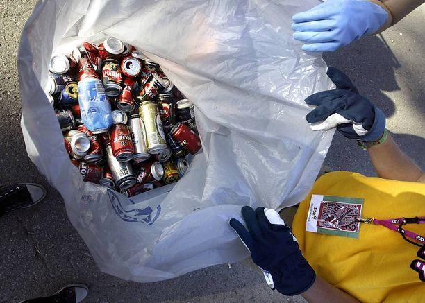 Helsinkiläisen siivousalan yrittäjän mukaan on käsittämätöntä, ettei yli 10 euron tuntipalkka siivoustyöstä kelpaa työttömille suomalaisnuorille.