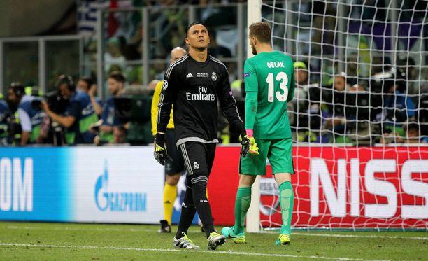 Real Madridin Keylor Navas (vas.) ja Atléticon Jan Oblak kohtasivat viime keväänä Mestarien liigan finaalissa. Real vei rankkarit.