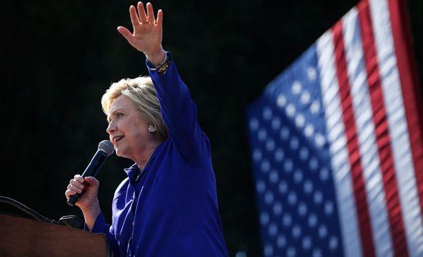 Hillary Clinton on voittanut New Jerseyn esivaalit, amerikkalaismediat ennustavat.