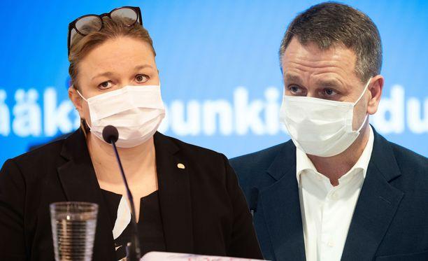 Krista Kiuru ja Jan Vapaavuori ottivat yhteen politiikan toimittajien tentissä maanantaina.