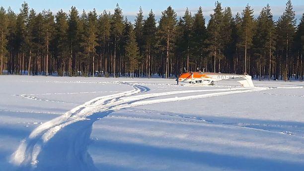 Puolalaislentäjä laskeutui Vaalan auraamattomalle lentokentälle.