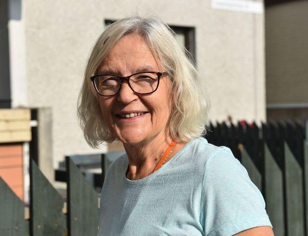 Vuodesta 1981 Hakunilassa asunut Leena Pihlström on tyytyväinen asuinalueeseensa.