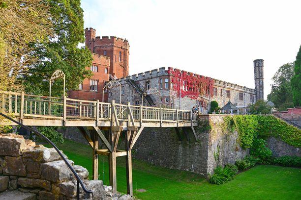 Ruthinin linnassa toimii ylellinen kylpylähotelli.