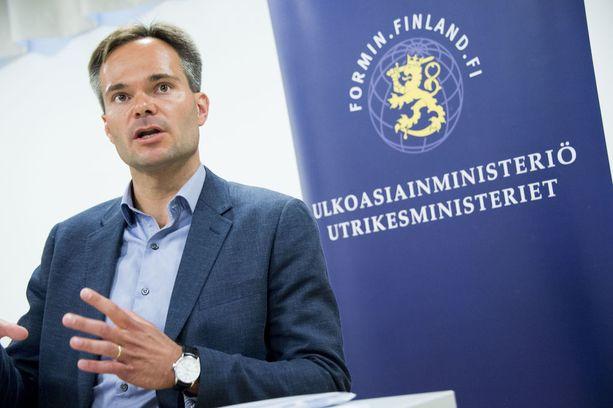 Ulkomaankauppa- ja kehitysministeri Kai Mykkänen (kok) on kutsunut riitakumppanit neuvonpitoon.