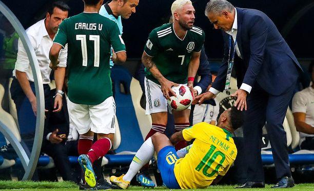 Neymarin maanantaiset kieriskelyt Meksiko-pelissä aiheuttivat porua.