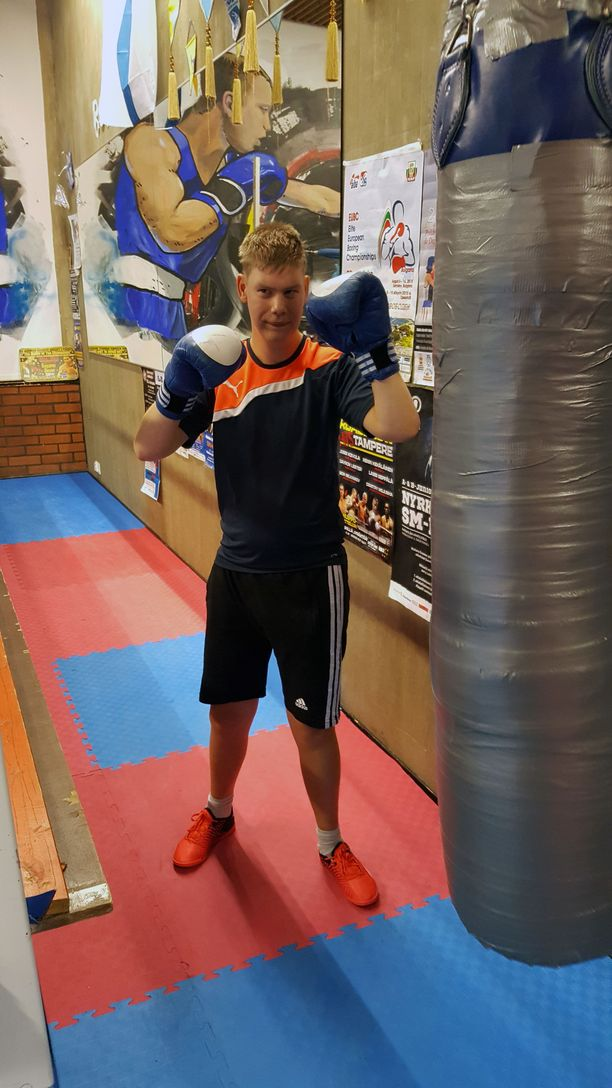 Nyrkkeily on Roopelle mieluinen harrastus.