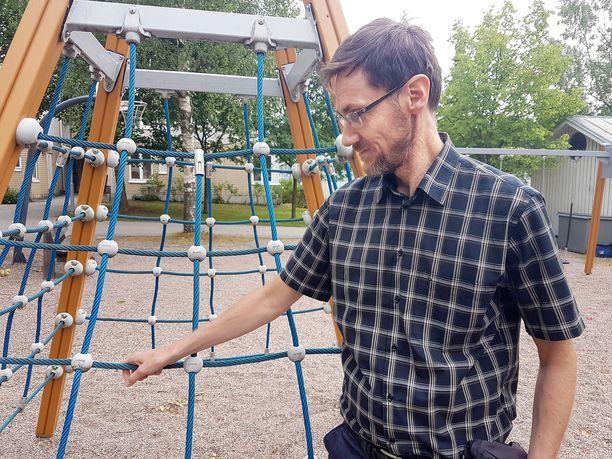 Erkko Välimäki edustaa ulkomaisia sijaissynnyttäjiä välittävää Tammuz-yhtiötä. Hän on myös heidän asiakkaansa.