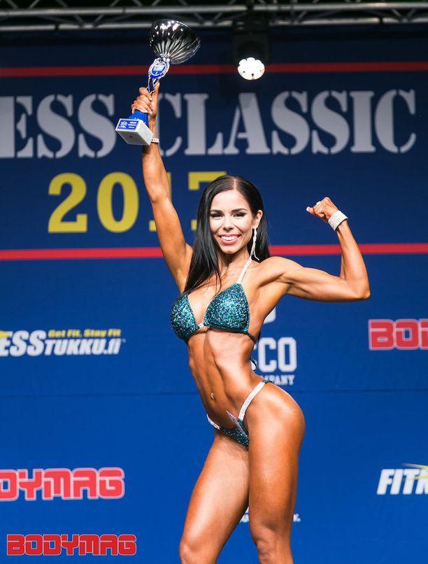 Emmi Nenonen voitti sarjansa kevään Fitness Classicissa ja pääsi edustamaan Suomea hyvällä menestyksellä EM-kisoihin.
