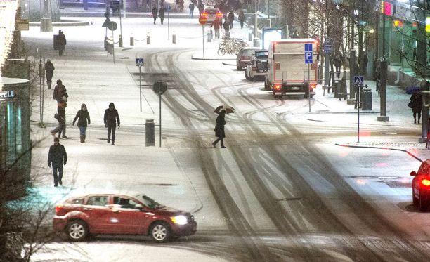 Ainakin Etelä-Suomessa ensi viikolla lämpötila on todennäköisesti plussan puolella.