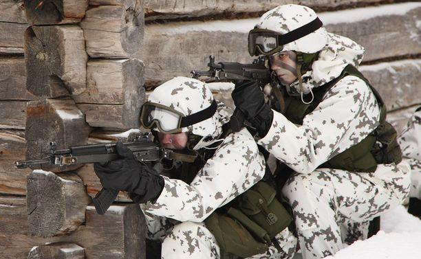 Suomen armeijan sodan ajan vahvuus pienenee ensi vuonna noin kolmanneksella.