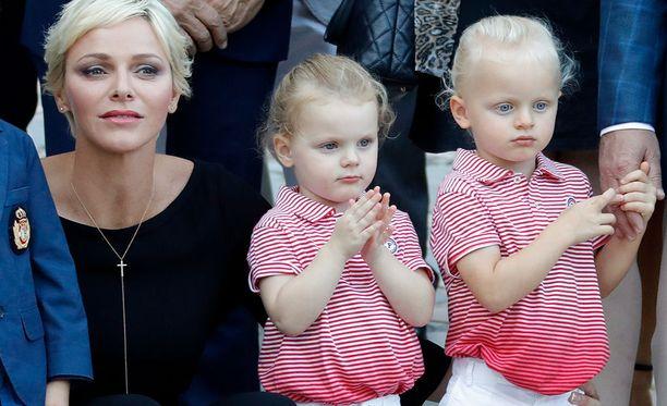 Jacques (oik.) on siskoaan Gabriellaa kaksikosta vaaleahiuksisempi.
