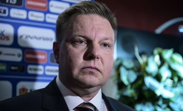 Jääkiekkoliiton puheenjohtaja Harri Nummela kertoo, että liitto kehittelee palautekanavan epäasiallisen käytöksen kitkemiseksi.