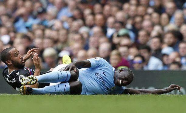 Manchester Cityn Benjamin Mendy loukkaantui Crystal Palace -ottelussa.