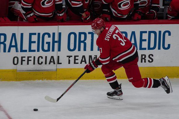 Carolinan Andrei Svetshnikov kohtasi veljensä ensimmäistä kertaa NHL-jäillä torstain ja perjantain välisenä yönä.