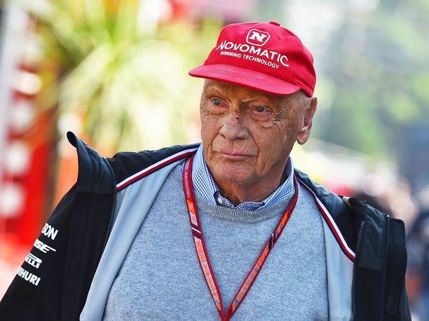 Niki Lauda toimi Mercedeksin F1-tallin puheenjohtajana.