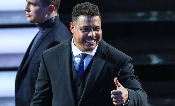 Ronaldo, 41, kertoo jalkapalloeläkeläisen elämän hymyilevän.