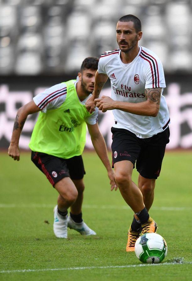 Leonardo Bonucci siirtyi tilkitsemään Milan-puolustusta.