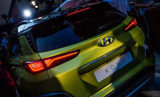 Limen värisen auton turvavyöt saa myös samalla teemavärillä.