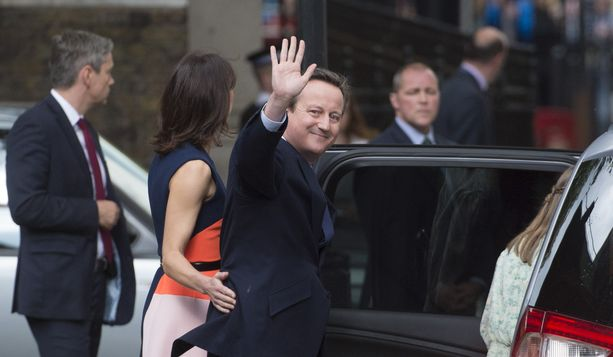 Heippa ja kiitos kaikesta, hymyili David Cameron 13. heinäkuuta 2016, kun hän vaimoineen matkusti Buckinghamin palatsiin kertomaan kuningattarelle, että joku muu saa ottaa brexit-sopan lusikoitavakseen.