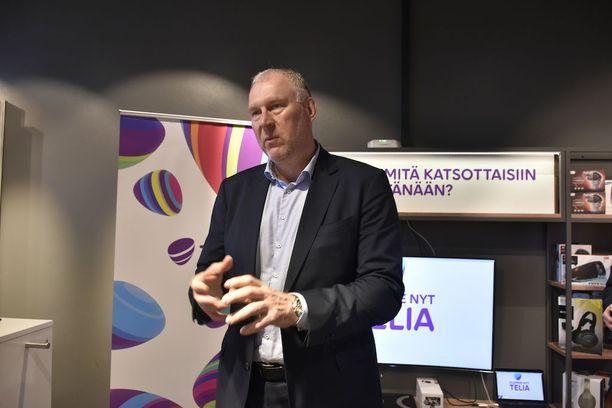 Yli 2-metrinen Suomen Telian toimitusjohtaja Stein-Erik Vellan on norjalainen ja entinen maajoukkuetason koripalloilija. Suomessa hän on asunut nyt kolme kuukautta.