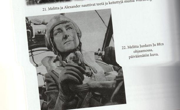 Melitta von Stauffenberg JU 88:n ohjaimissa.