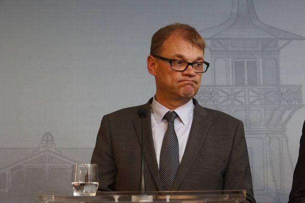 Pääministeri Juha Sipilän (kesk) tapaaman turvapaikanhakijan kertomus herättää keskustelua.