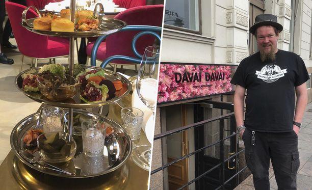 """Davai davai tarkoittaa """"anna mennä"""". Huudahdusta käytetään esimerkiksi urheilukilpailuissa ja maljapuheissa, kertoo Ville Haapasalo."""